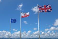 Flaggen auf dem Felsen von Gibralta Lizenzfreie Stockbilder