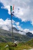 Flaggen auf dem Wind auf dem adamello Tal, Alpen Stockfotografie