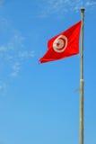 Flaggen auf der Küste in der Stadt von Sousse Tunesien lizenzfreies stockbild