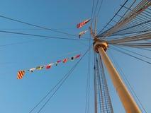 Flaggen auf Queen Mary-Schiffsfahnenmast stockfotos
