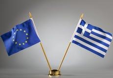 Flaggen der Europäischer Gemeinschaft und des Griechenlands Stockfoto