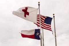 Flaggen der USA, des Bundesstaats Texas und des roten Kreuzes Lizenzfreies Stockfoto