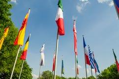 Flaggen der verschiedenen Nationen Stockfotos