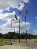 Flaggen des Monuments zu den Toten des Zweiten Weltkrieges Stockfotografie