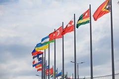 Flaggen entwickeln über Sochi Autodrom Russe Grandprix Lizenzfreie Stockfotos