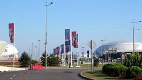 Flaggen nahe dem Stadion Fisht in Sochi stock video footage