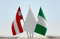 Flaggen von Österreich und von Nigeria lizenzfreies stockfoto