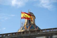 Flaggen von Barcelona- und †‹Katalonien auf dem Dach der Regierung Stockbild