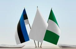 Flaggen von Estland und von Nigeria stockfotos