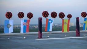 Flaggen von europäischen Ländern in Folge auf der Dacheröffnungsfeier Eurovision stock video footage