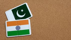 Flaggen von Indien und von Pakistan stockfotos