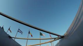 Flaggen von Ländern im Olympiapark stock video