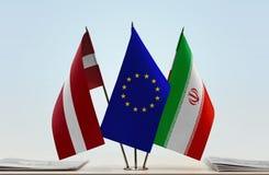 Flaggen von Lettland EU und von Iran lizenzfreie stockfotografie
