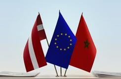 Flaggen von Lettland EU und von Marokko lizenzfreie stockfotografie
