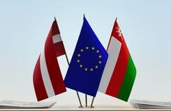 Flaggen von Lettland EU und von Oman stockbilder