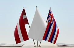 Flaggen von Lettland und von Hawaii stockbild