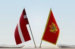 Flaggen von Lettland und von Montenegro stockfoto