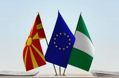 Flaggen von Mazedonien EU und von Nigeria stockbilder