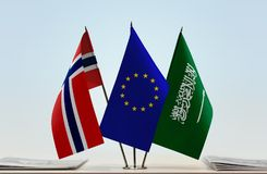 Flaggen von Norwegen EU und von Saudi-Arabien stockfoto