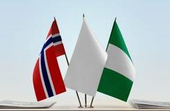 Flaggen von Norwegen und von Nigeria lizenzfreies stockfoto