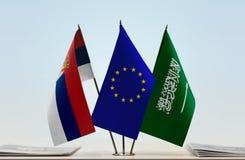 Flaggen von Serbien EU und von Saudi-Arabien lizenzfreie stockfotos