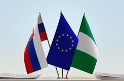 Flaggen von Slowakei EU und von Nigeria stockfotografie