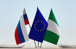 Flaggen von Slowenien EU und von Nigeria lizenzfreie stockfotografie