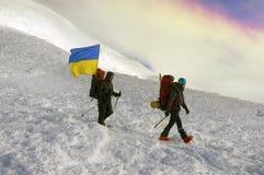 Flaggen von Ukraine-Bergsteigern Stockfoto