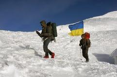 Flaggen von Ukraine-Bergsteigern Stockfotos
