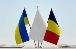 Flaggen von Ukraine und von Tschad stockfotos