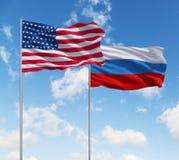 Flaggen von USA und von Russland Stockbild