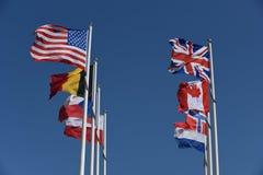 Flaggenanzeige bei Normandie Frankreich Stockbilder