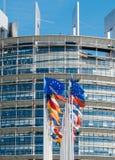 Flaggenfliege der Europäischen Gemeinschaft am halben Mast nach Manchester-Terroristen Lizenzfreie Stockbilder