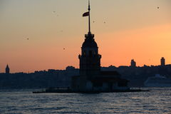 Flaggenturm in Istanbul-Mädchen Stockfotografie
