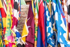 Flaggor av för Palio för Siena contradeområden bakgrunden festival, i Siena, Tuscany, Italien Fotografering för Bildbyråer