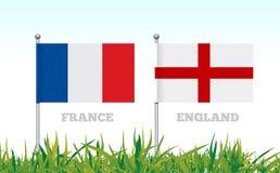 Flaggor av Frankrike och England mot bakgrunden av gräsfotbollsarena vektor Arkivbild