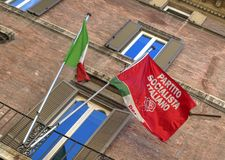 Flaggor av Italien och Partito Socialista Italiano Arkivfoto