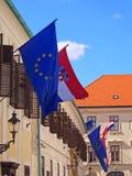 Flaggor av Kroatien och EU Arkivfoto