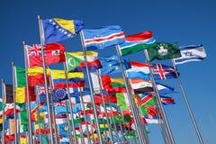 Flaggor av länder runt om världen royaltyfri fotografi