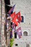 Flaggor av områden i den medeltida staden av Assisi Arkivfoto