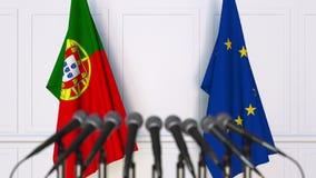 Flaggor av Portugal och den europeiska unionen på det internationella mötet eller konferensen framförande 3d Arkivbild