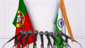 Flaggor av Portugal och Indien på det internationella mötet eller konferensen framförande 3d Arkivfoton