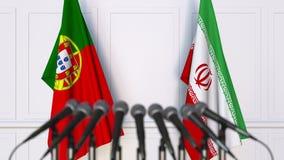 Flaggor av Portugal och Iran på det internationella mötet eller konferensen framförande 3d Royaltyfri Foto