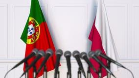 Flaggor av Portugal och Polen på det internationella mötet eller konferensen framförande 3d Royaltyfria Bilder