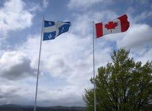 Flaggor av Quebec och Kanada Arkivbild