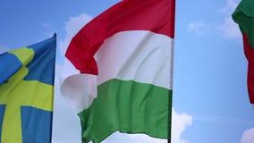 Flaggor av Sverige, Ungern, Bulgarien på flaggstång Svensk ungrareflaggor arkivfilmer