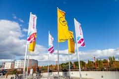 Flaggor av tysk Lufthansa och Eurowings royaltyfri bild