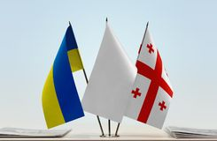 Flaggor av Ukraina och Georgia royaltyfria bilder
