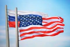 Flaggor av USA och Ryssland royaltyfria foton