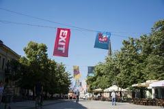 Flaggor av UTGÅNGSfestivalen 2015 i centrum av Novi Sad Royaltyfri Fotografi